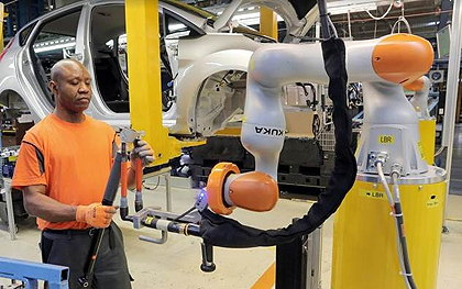 Ford factory workers are partnering with collaborative robots